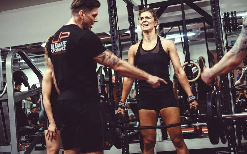 content_Strong-woman-lifting-weights